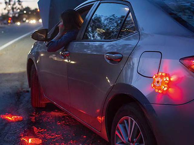 画像: 本体底部にマグネットを内蔵しているので、車のボディに簡単に取り付けられます。