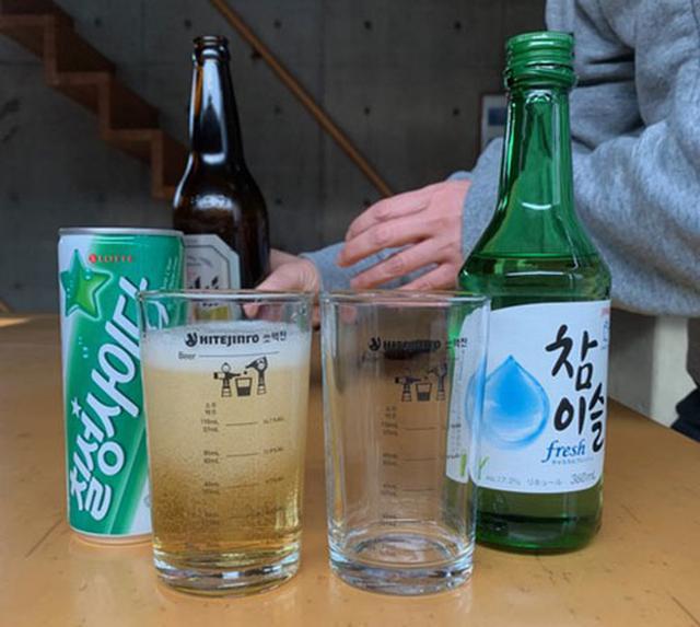 画像: ビール瓶はシェイクしなくていいです。
