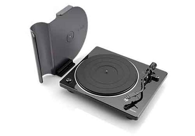 画像: 付属のダストカバーを立て、そこにレコードジャケットを飾れる。