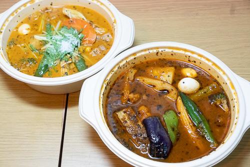 画像: 写真左がココナッツスープの「ラム野菜カリー」。右がトマトスープの「ポーク野菜カリー」です。具だくさんでボリュームもあります。
