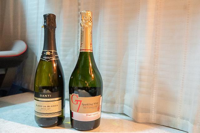 画像: 写真左が「ダンティ」、右が「G7 スパークリング」。G7 スパークリングは、シャンパンと同じブドウ種から作られているそうです。