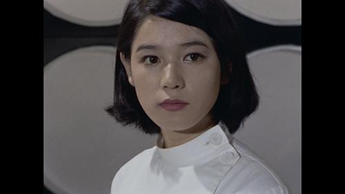 画像: アンヌ隊員のひし美ゆり子(当時は、菱見百合子)。生気がまったく違う。©円谷プロ