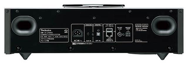 画像: ネットワーク端子やUSB、光デジタル入力に加え、アナログ音声入力も備える。FM/AMチューナーも内蔵しており、多彩な音楽ソースに幅広く対応する。