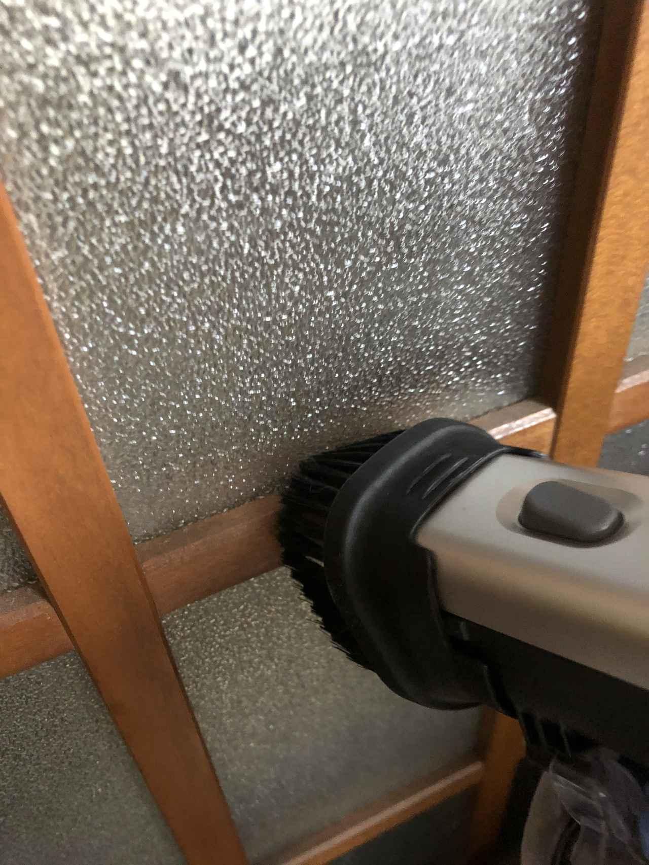 画像: 吸い込み口が大きいと、狭い場所のゴミが吸いきれない