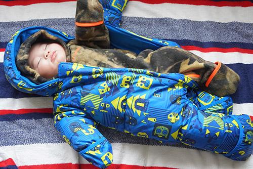 画像: 購入した時点から、本当に寒いところでは、フリースのバンティングの上にダウンのバンティングを着せようと思っていました。