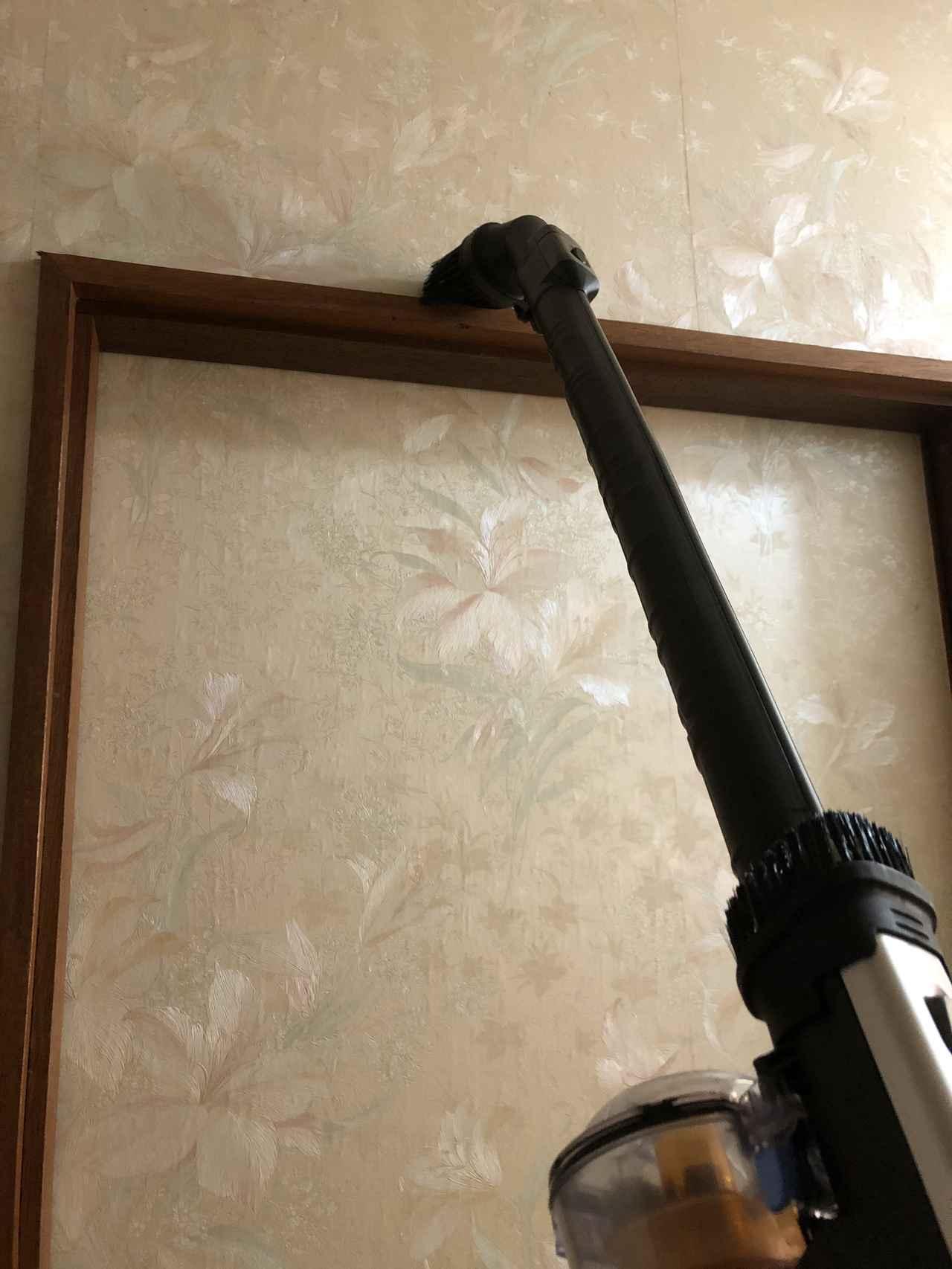 画像: 重量が軽いので、高い場所の掃除も楽ちん