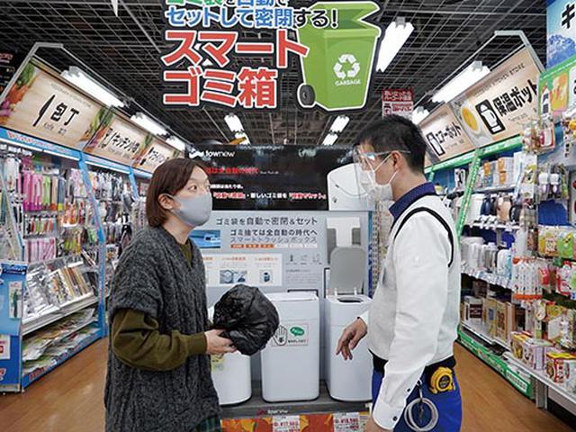 画像: フタの開閉やゴミ袋の処理などが非接触で行える次世代ゴミ箱。カートリッジ1個で、最大25回分のゴミ処理ができる。
