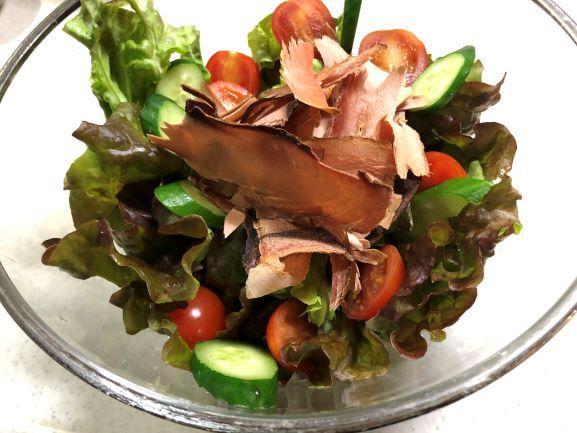 画像: 生野菜にトッピングするだけで、リッチなサラダに。