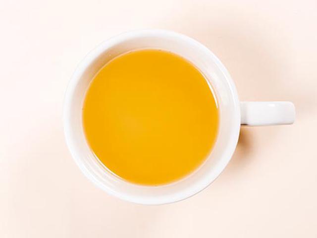 画像: 50ミリリットルの熱湯を注いで10秒ほどかき混ぜ、1分待てば出来上がりです。