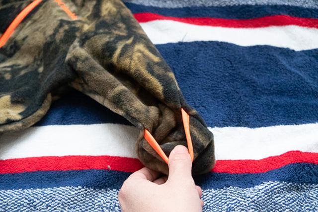 画像2: 手足の先端が袋状になったベビー服を発見