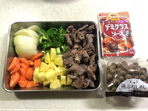 画像: 野菜は大きさと厚さをそろえてカット。