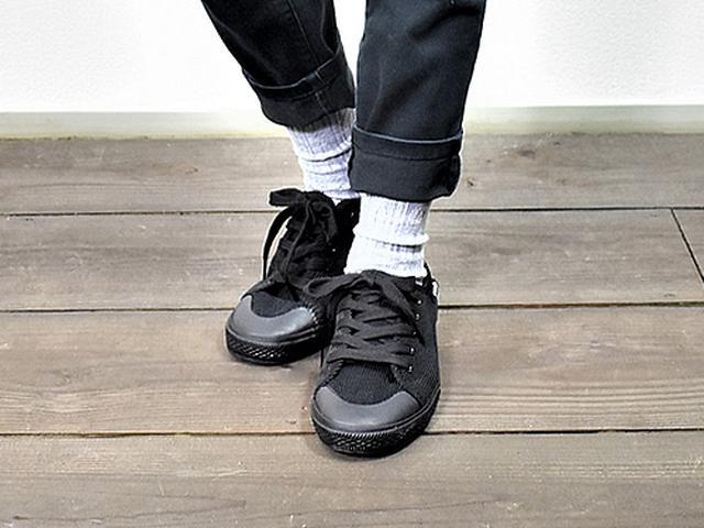 画像: 足のサイズ23.5cmの女性が着用