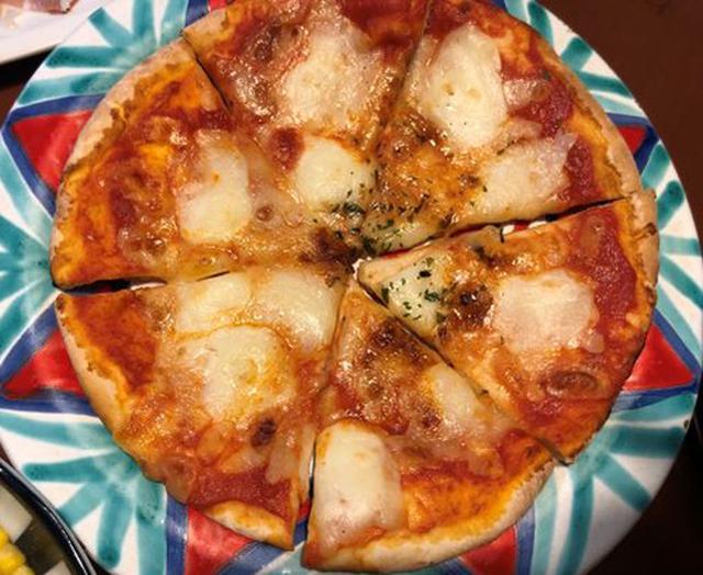 画像: バッファローモッツァレラのピザ