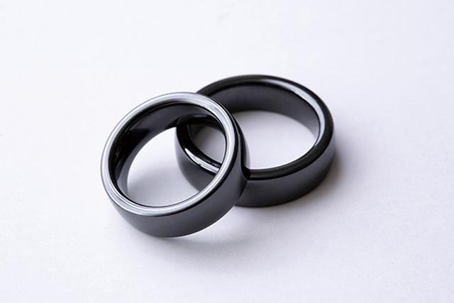 画像: 決済機能がある以外は普通の指輪。防水仕様なので、安心して使える。