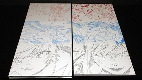 画像: インナージャケット(左)とブックレット(右)。イラストも描き下ろしで、2つのイラストが対になっているのがわかるだろう。上から「I 鉄血編」、「II 熱血篇」、「III 冷血篇」のもの。