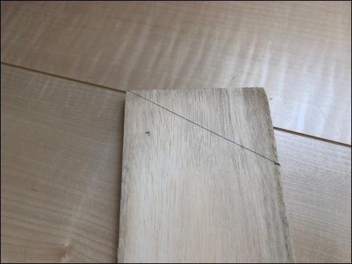 画像: 木板を斜めにカット
