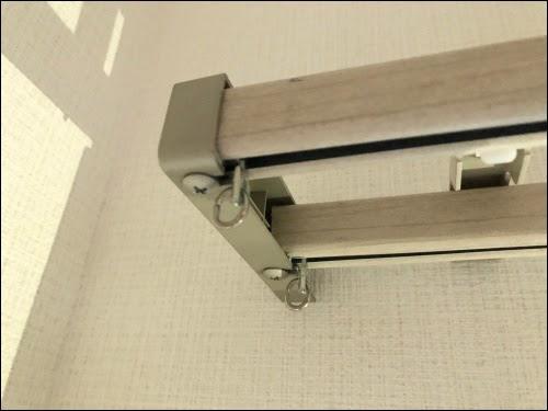 画像: エンドキャップをレールの端にセット、ビスをしめる