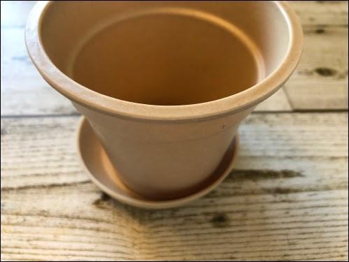 画像: 100均で購入した植木鉢にステンシル
