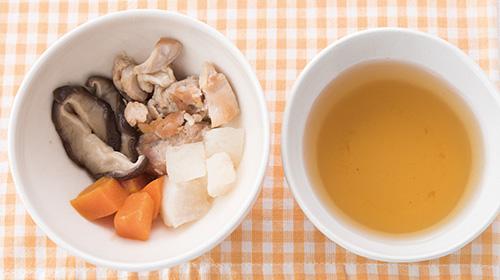 画像: 煮物と煮汁を分け、汁は少量なめるところから。