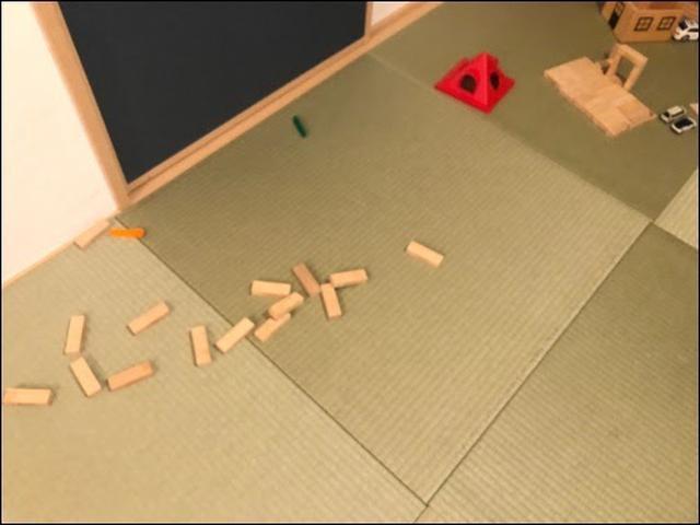 画像: ハンディモップボックスに積み木を利用!