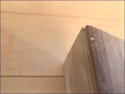画像: 背板・側面板も釘でつなげていく