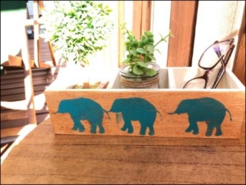 画像: 象が3頭出現しました。