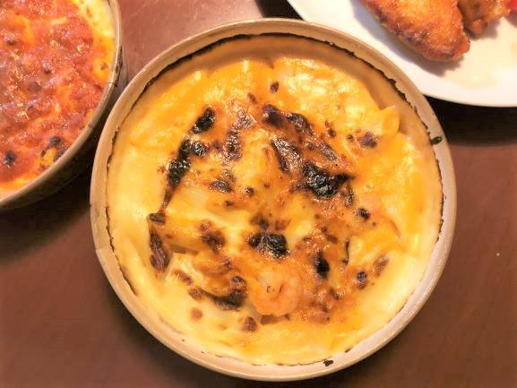 画像: 「エビクリームグラタン」は、特製のトマトクリームソースにチーズがたっぷり。ぷりぷりのエビと大きなペンネに絡めていただきます