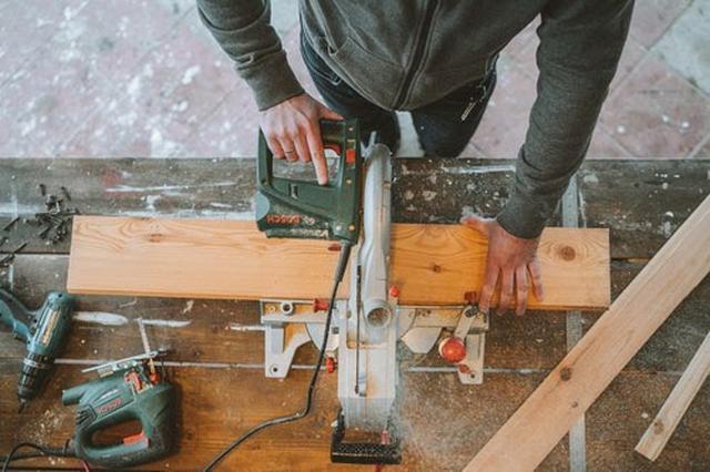 画像: 木工DIYの効率や精度を高めてくれる電動丸ノコ(写真はイメージ/Pexels)