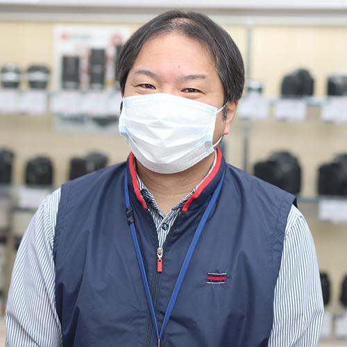 画像: 「カメラのキタムラ 千歳・北栄店」店長の平塚健一さん。当然、ご本人もセンサークリーニングのトレーニングを受けたといいます。