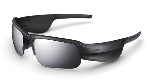 画像: 待望のスポーツサングラスタイプ。防滴仕様で、左右のテンプル部分にスピーカーが内蔵されている。標準レンズはVLT12%の偏光レンズだ。