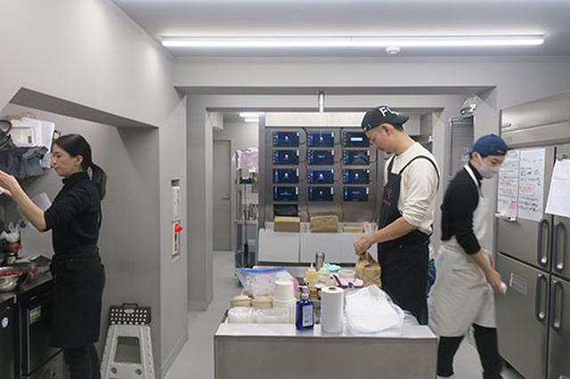 画像: 「Ghost Kitchens」の施設内は清潔なドライキッチンで構成。