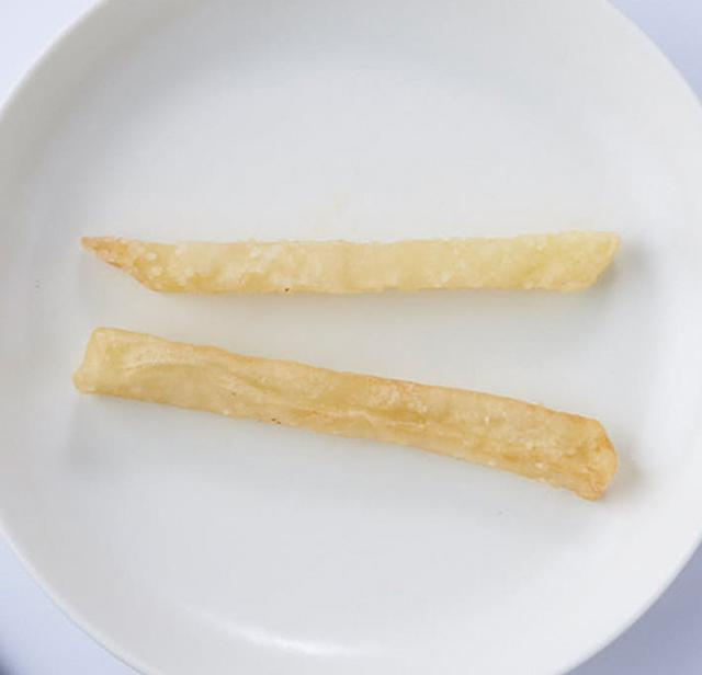 画像: ジャガイモをスティック状に切り、小麦粉をつけて揚げたもの。