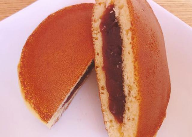 画像: 粒餡はすっきりとした甘さが上品。小ぶりサイズは女性にぴったり!
