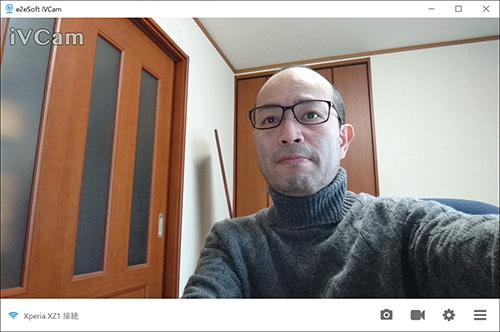 画像: スマホの「iVCam」アプリを起動すると、このようにスマホカメラの映像がウエブカメラとしてパソコンに表示される。
