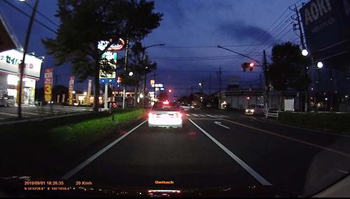 画像: ヘッドライトが届かないエリアでの黒つぶれが少々目立つ