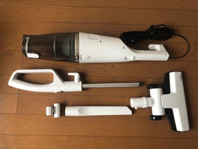 画像: (写真上から)本体とハンドル、床用吸引口、すき間ノズル(フォルダー付)。