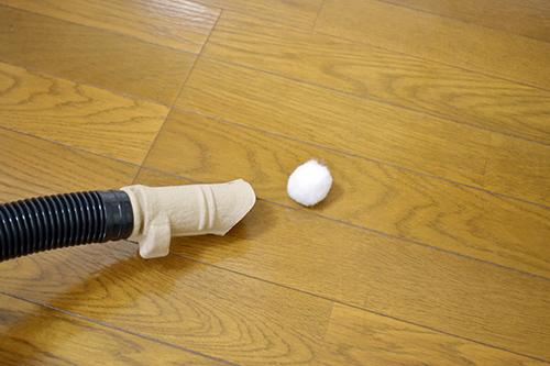 画像: ふわふわの玉が蓋がわりになる。