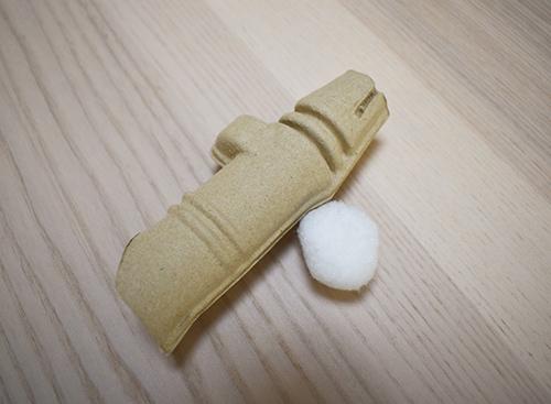 画像: ゴキすぅ〜ぽんは、段ボール素材でできた筒と、ふわふわの玉で1セット。