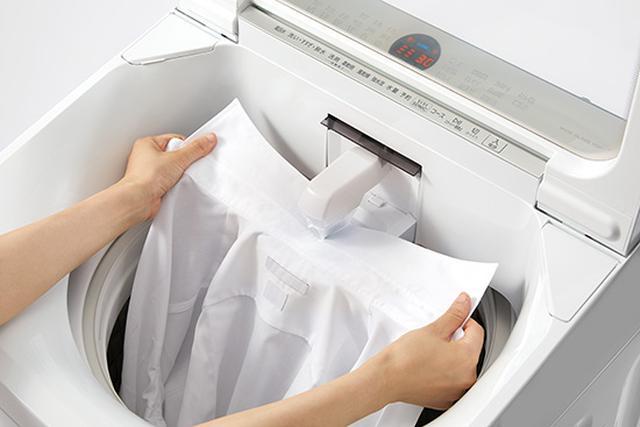 画像: 汚れを超音波ホーンに当てるだけで予洗いできる。洗剤液自動供給も便利だ。