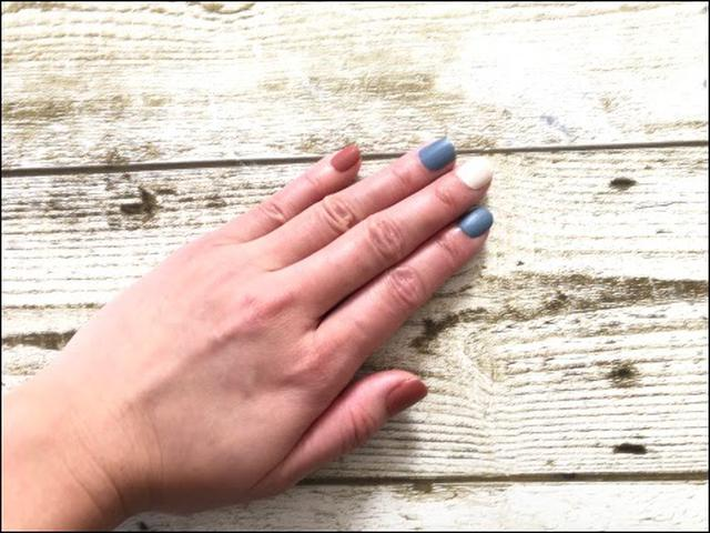 画像: ジェルネイルとは、石のように硬くさせられるネイルの一種