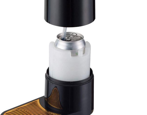 画像: 付属の氷点下保冷剤を凍らせて使用。いつも飲んでいる缶ビールや瓶ビール(小・中瓶)がセットできる。