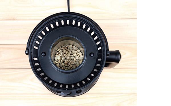 画像: 1回に焙煎できる量は40〜60g。焙煎から冷却は約20分で完了。