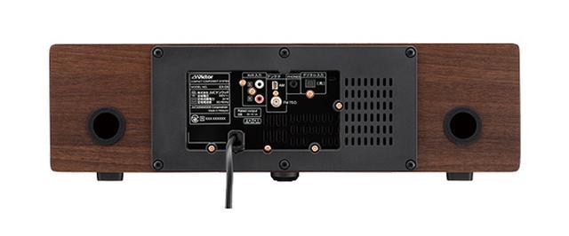 画像: アナログAUX入力と光デジタル入力端子を搭載。銅材ではないが、銅色のネジがHi-Fiオーディオの雰囲気を演出する。バスレフポートも装備している。