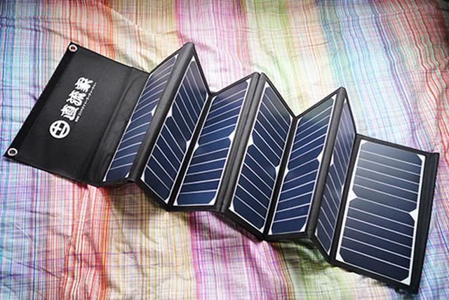 画像: 直流家のソーラーチャージャー「ソラさん」。「ミツルくん」を7時間で満充電するという実力をどこかで検証したいと思っています。