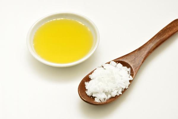 画像: 油脂の効果でそのあと体を洗った時に余分な角質が落ちやすくなります。(画像:写真AC)