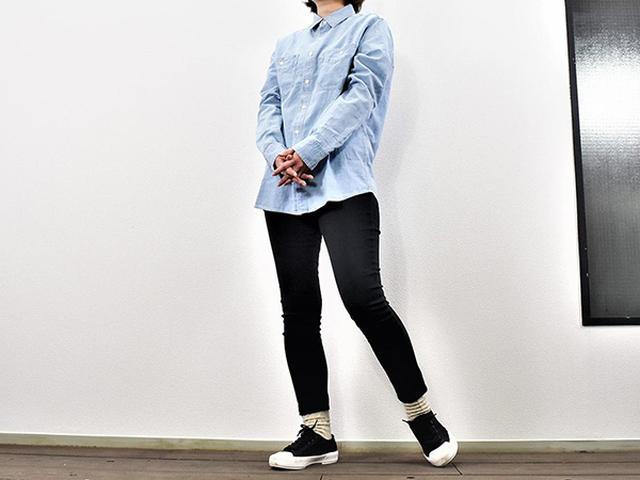画像: 綿100%の手触りが楽しめる「シャンブレー長袖シャツ」