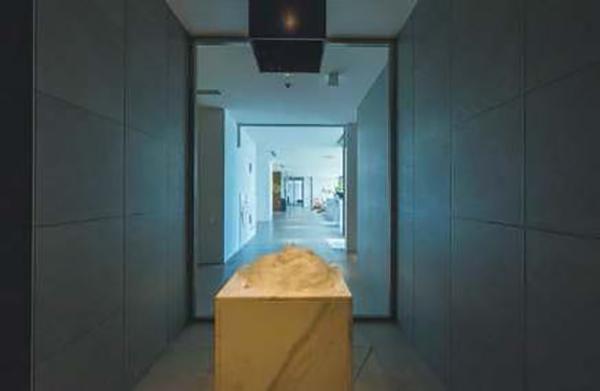 画像: アイスルームには人工雪