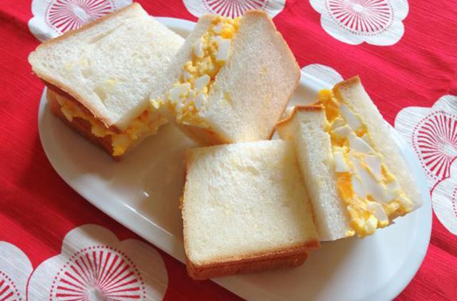 画像: パンの中央に卵を厚めに盛ったことで、このボリューム感!