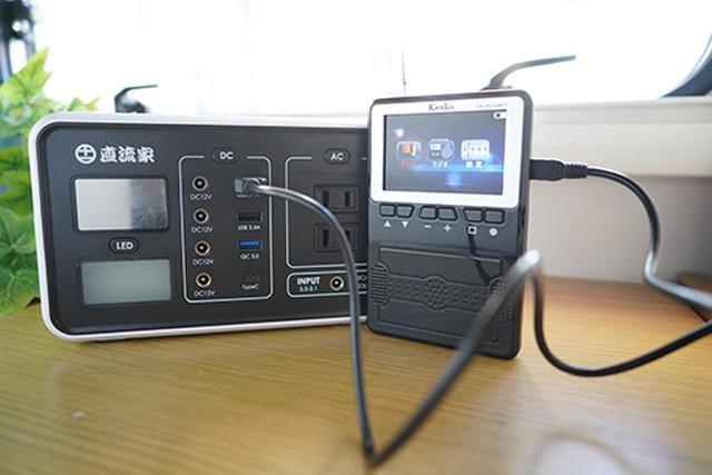 画像: USBならさまざまな電源を使って「KR-006AWFT」を動作できるので、非常時はもちろん、キャンピングカー生活でもとても便利です。