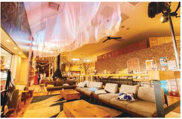 画像: 飲食スペースにきらめくオーロラ
